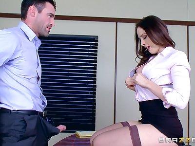 Smashing nude sex scenes with the new secretary