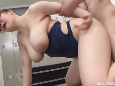 Gaffer Japanese chick Chitose Saegusa drops on their way knees for sex