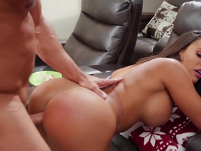 Handy Christmas muscular guy analyzes uncle's Latina mistress
