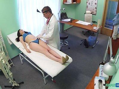 Contaminate prescribes his cock nigh help relieve sexy patients apropos pain