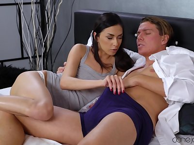 Ashley Bounding main wants a rock hard dick in her pussy right now!